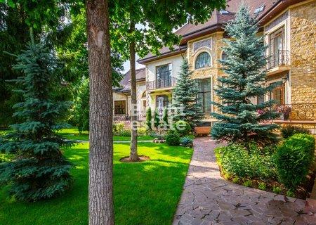 Купить готовый дом 1600 кв.м. в коттеджном поселке Рублевский. ID 9694