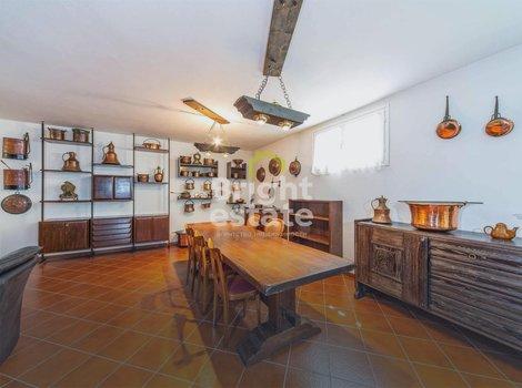 Купить виллу 250 кв.м. у озера Комо в Италии. ID 9873