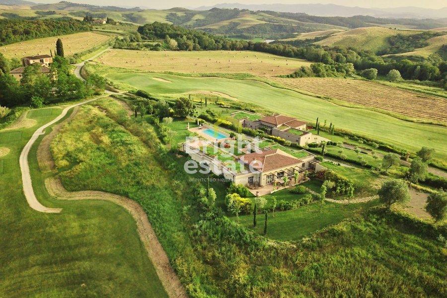 Купить гольф-виллу с готовой отделкой в Тоскане, ЖК Кастельфальфи. ID 10441