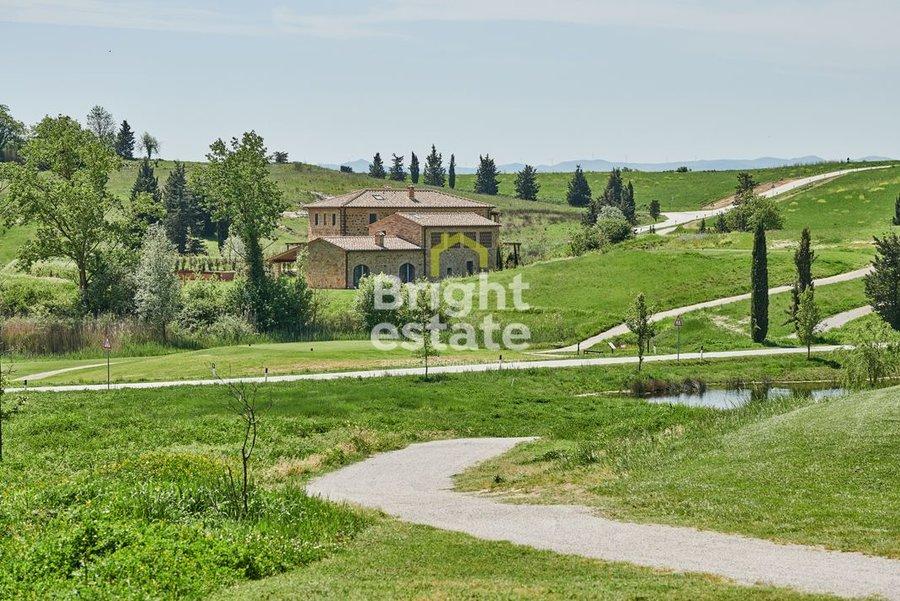 Купить виллу в Италии, Тоскана, Castelfalfi Resort. ID 9826